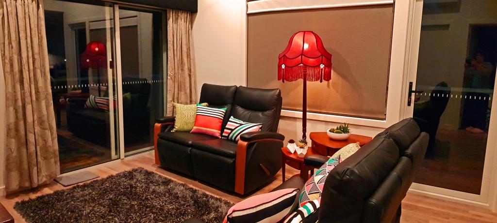 Loungeroom (b)